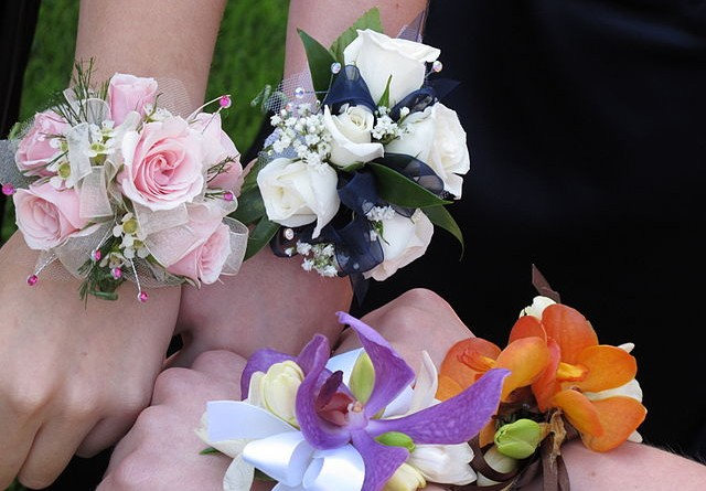 how-much-does-a-corsage-cost